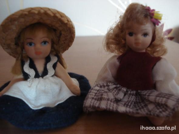 Zabawki Dwie małe lale