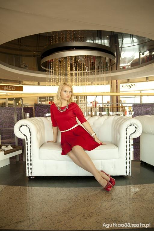 Eleganckie Czerwona rozkloszowana suknia stylizacja elegancka