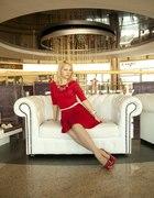 Czerwona rozkloszowana suknia stylizacja elegancka