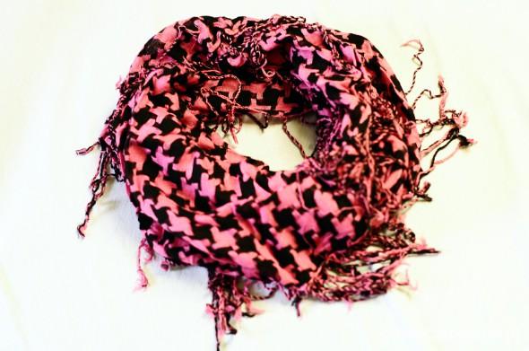 Chusty i apaszki różowo czarna chusta