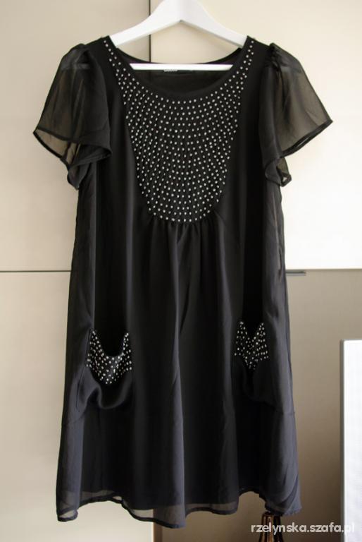 Czarna sukienka CUBUS z dżetami...