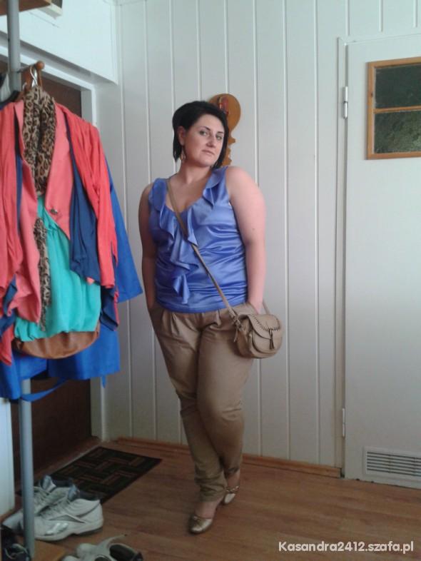 Eleganckie Błękitna bluzeczka i wzechobecne beże