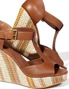 Sandałki na koturnie Reserved