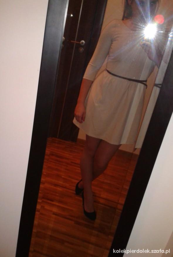 Suknie i sukienki Sukienka Stradivardius