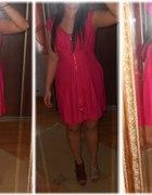 które buty lepsze różowa sukienka