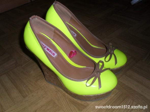 Neonowe koturny Tally Weijl...