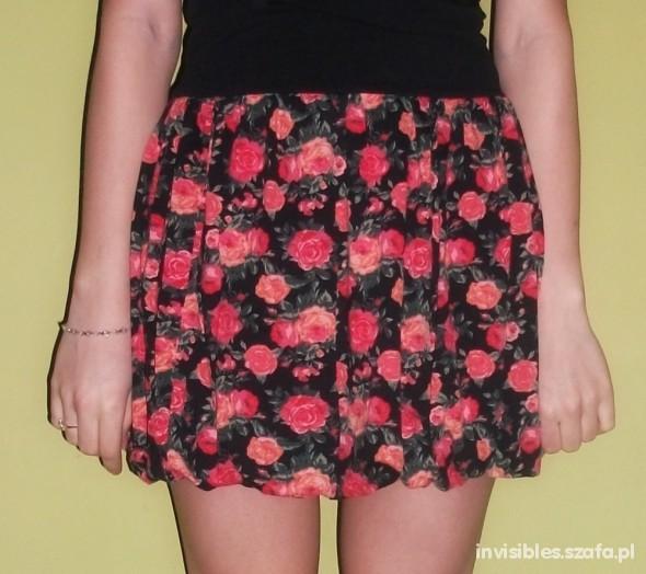 Spódnice Czarna spódniczka w róże