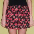 Czarna spódniczka w róże