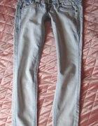 NA WYMIANĘjasne jeansowe rurki pilnie poszukiwane