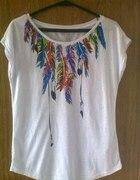 Biała bluzka pióra