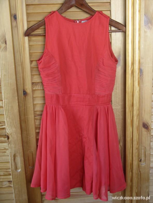 Suknie i sukienki Sukienka ASOS czerwona mgiełka rozkloszowana