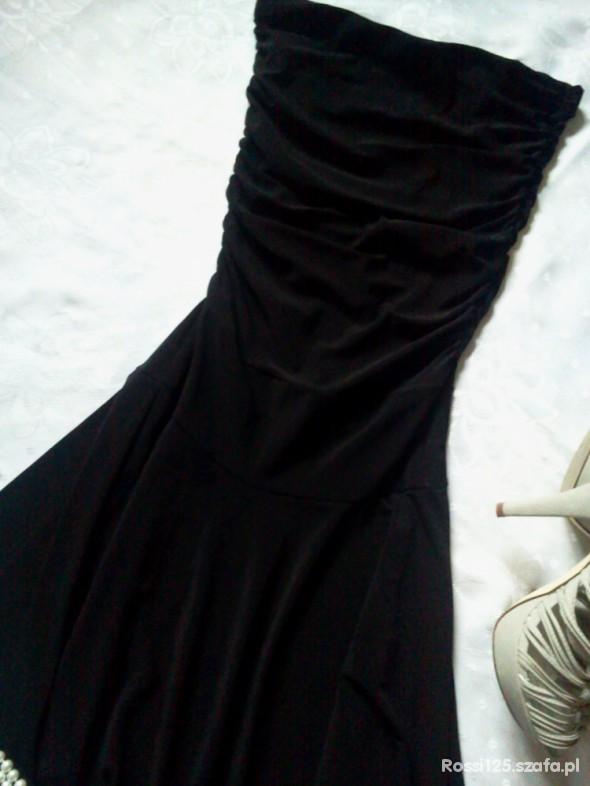 Suknie i sukienki SUKIENKA MAŁA CZARNA ŚCIĄGACZE