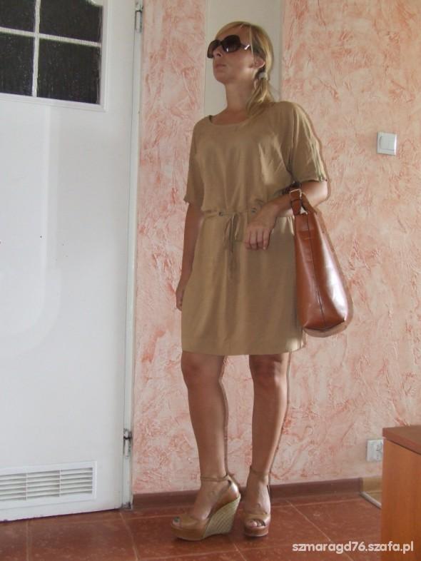 sukienka CARRY w dwóch zestawieniach