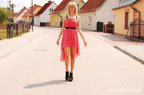 Romantyczne asymetryczna sukienusia