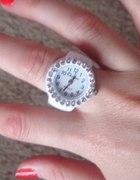 Mini zegarek w postaci pierścionka