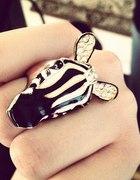 Pierścionek z Zary Zebra