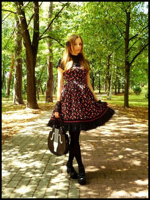 Mój styl Cherries on Bright Sunny Day