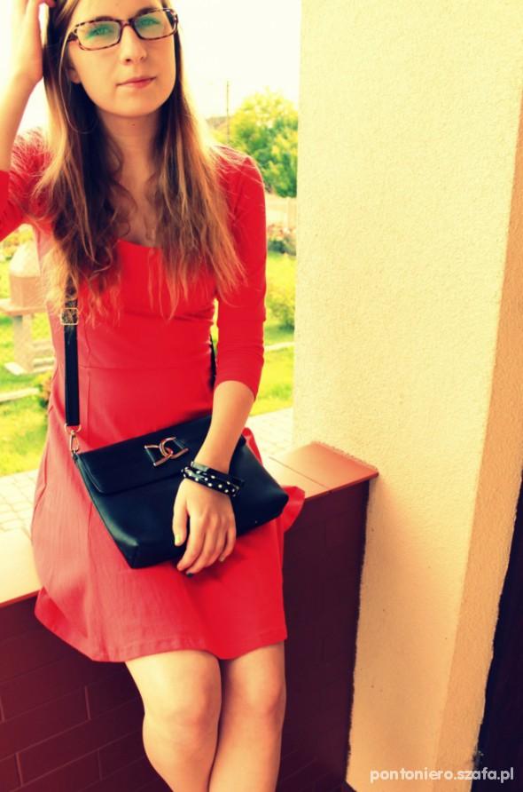 Do pracy Czerwień sukienki