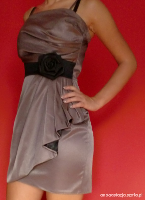 Suknie i sukienki Beżowa sukienka powiększająca biust