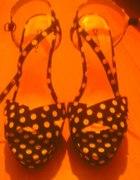 Sandały w groszki