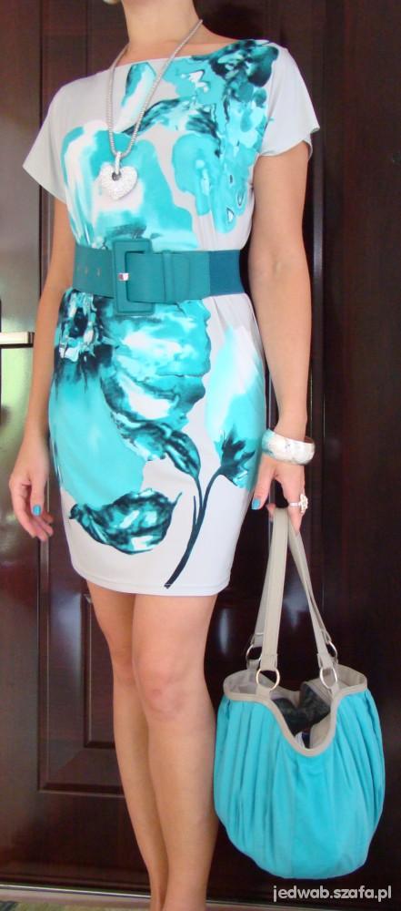Mój styl Sukienka w niebieskie kwiatypasektorebkawisior