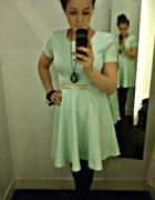 Miętowa rozkloszowana sukienka...