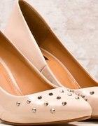 Pantofle z dżetami na metalowym obcasie