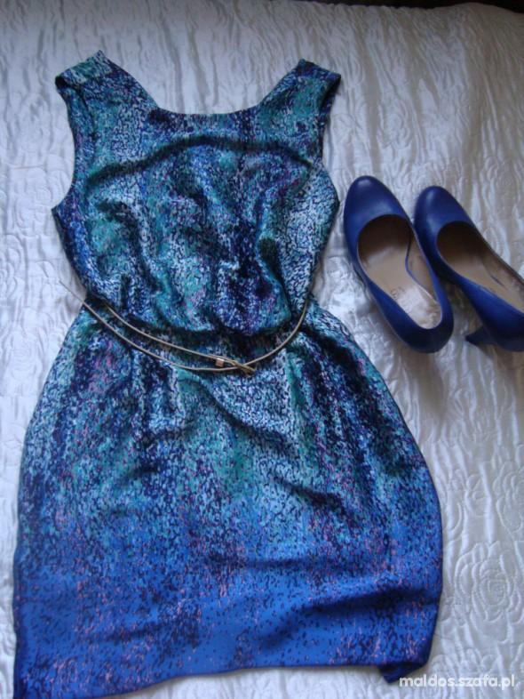 Suknie i sukienki w turkus