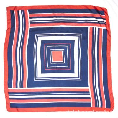 Chusty i apaszki Włoska Jedwabna apaszka w geometryczny wzór