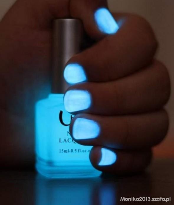 Kosmetyki lakier świecący w ciemności