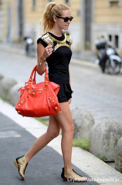 Piena sukienka czerń ze złotek