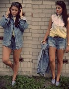 Yellow ombre with jeans...
