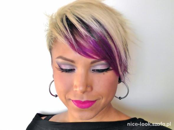 make up pink and grey...