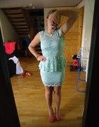 koronowa sukienka z baskinka i dodatki