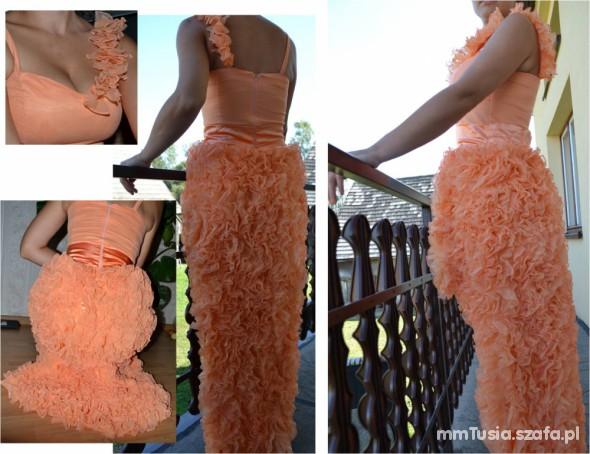 Suknie i sukienki Falbanki
