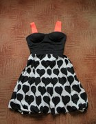 Sukienka z czarnymi sercami
