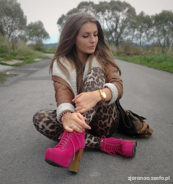 Panther leggings & pink & caramel