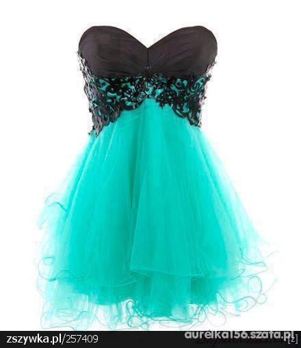 Piekna gorsetowa sukienka z tiulem
