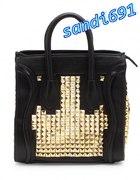 Czarna torba ze złotymi ćwiekami