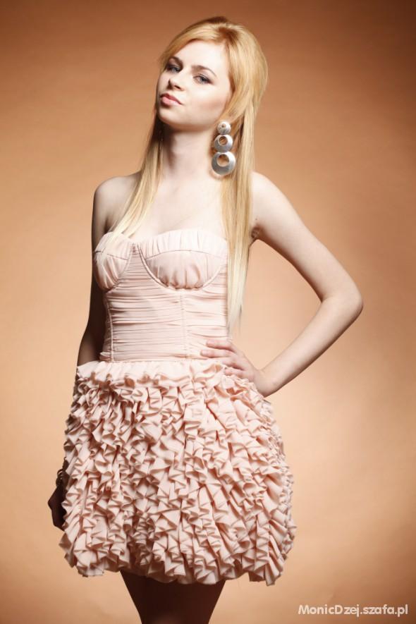 Wieczorowe pink Lipsy dress