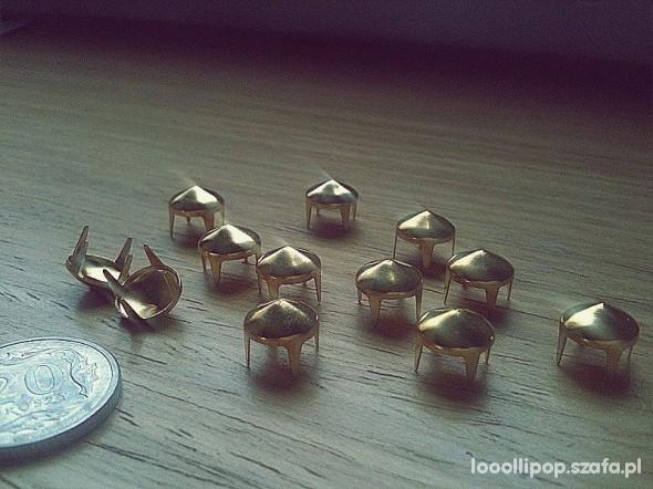 Pozostałe Złote Ćwieki stożki kolce okrągle śred 8mm wys 5mm