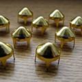 Złote Ćwieki stożki kolce okrągle śred 9mm wys 8mm