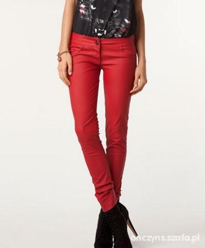 Spodnie bershka czerwone woskowane rurki skórzane L