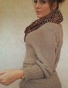 nowy sweter jasnobrązowy złota nić 80 cm długości