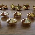 Złote Ćwieki stożki kolce okrągle śred 12mm wys7mm