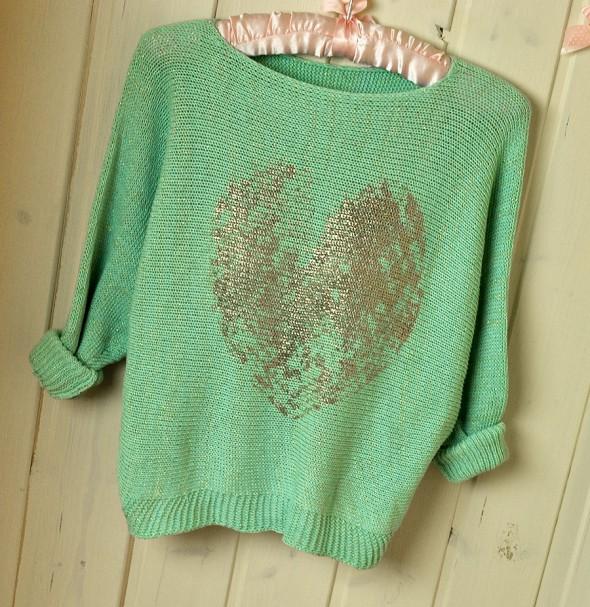 3 KOLORY sweterek z sercem nietoperz
