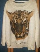 biały oversize z aplikacją tygrysa...
