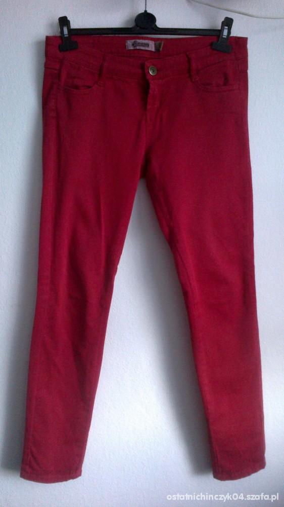 Spodnie Czerwone rurki Stradivarius rozmiar 42