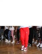 czerwone spodnie dresowe puma
