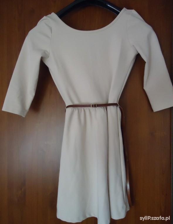 Suknie i sukienki Beżowa sukienka z wycięciem na plecach Stradivariu